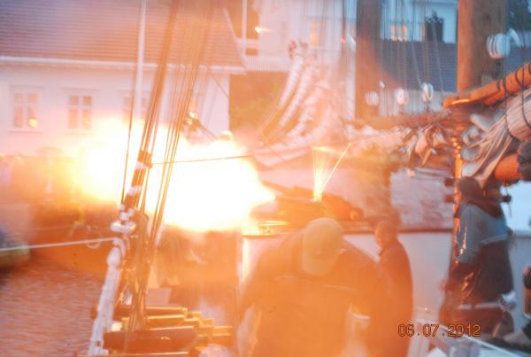 Beskrivelse: Giver du ild? Uploadet: 13. august 2012 Af: JegvanÅkerstrøm Størrelse: 600 x 403 pixels